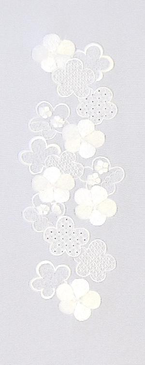 大梅小梅 刺繍半衿 / 正絹・塩瀬 / 袷用 / 白地×白 / 半襟