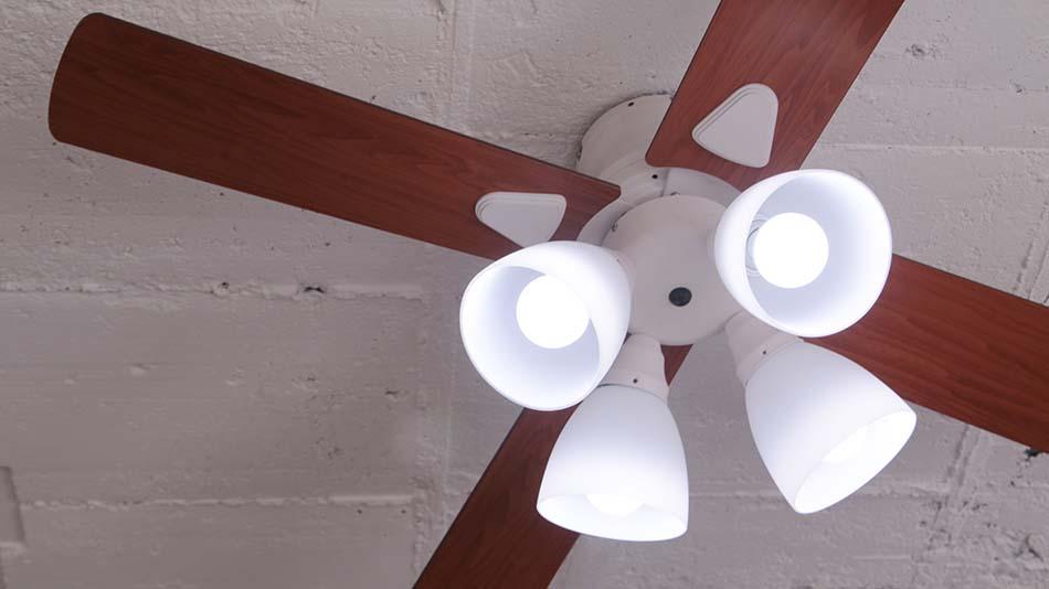 4灯ライト 《plus more》プラスモア シーリングファン 4灯ライト Windouble 4L リモコン付き 白熱電球・電球型蛍光ランプ対応 デザイン照明  ホワイト BIG-101