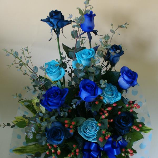 """青いバラ""""&グリーン【パラレルタイプ】アレンジメント青バラ(薔薇) 花言葉は・・・不可能/有り得ない/神の祝福/奇跡【楽ギフ_包装】【楽ギフ_メッセ入力】プレゼントに◎ 青薔薇 青バラ"""