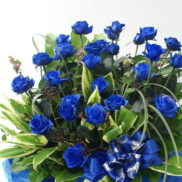 """青いバラ""""&グリーン【パラレルタイプ】アレンジメント花言葉は・・・不可能/有り得ない/神の祝福/奇跡【花】【楽ギフ_包装】【楽ギフ_メッセ入力】プレゼントに◎ 青バラ 青薔薇"""