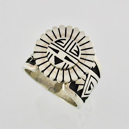 【ホピ族】Gary&Elsie Yoyokie/ゲイリー&エルシー・ヨヨキー作立体デザインのサンフェイスが描かれた1点物ホピリングシルバーリング/インディアンリングインディアンジュエリー/ネイティブアメリカン【21号】