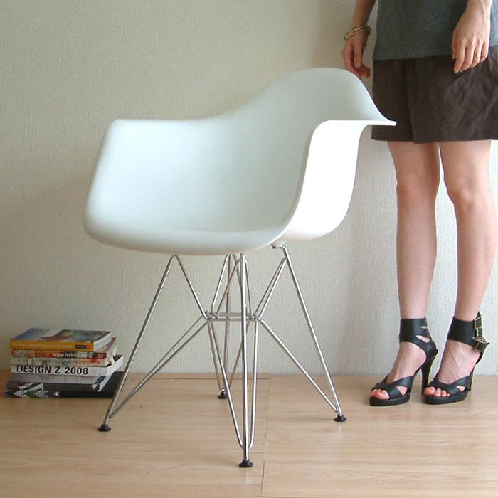 イームズの名作シェルチェア アーム付 ダイニングはもちろんPCチェアとしても人気です 椅子 北欧テイスト 海外 通販 選べる4色☆完成品 組み立て済み 再再販 デザイナー:チャールズ レイ イームズ リプロダクト 商品名:アームシェルチェア PCチェア 樹脂 プレミアム 復刻版 ダイニングチェア DAR