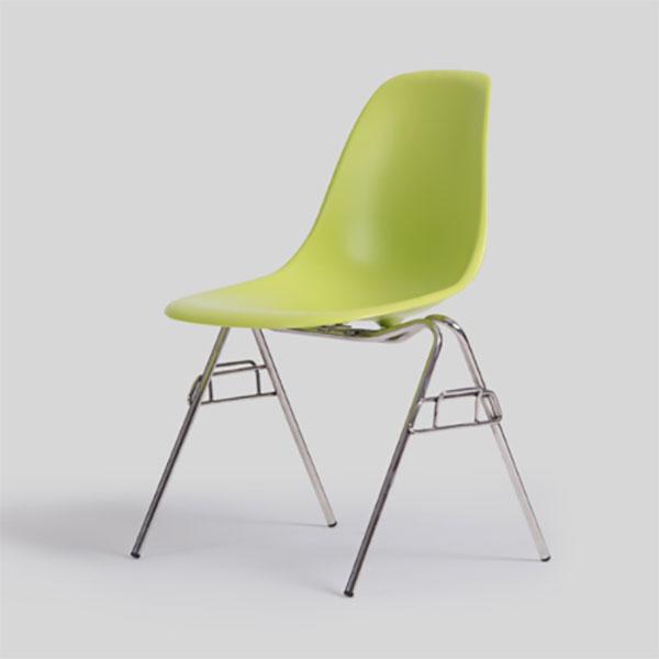 スッキリとしたシンプルな形状が特徴的なイームズを代表する椅子です カフェや会議室など様々なシチュエーションでご利用いただけます デザイナー:チャールズ レイ イームズ 商品名:イームズプラスチックサイドシェルチェアDSS 情熱セール ハイクラス リプロダクト 復刻版 DSW DSR 待合室 保証付き 会議室 スタッキング 教室 FRP樹脂 評判