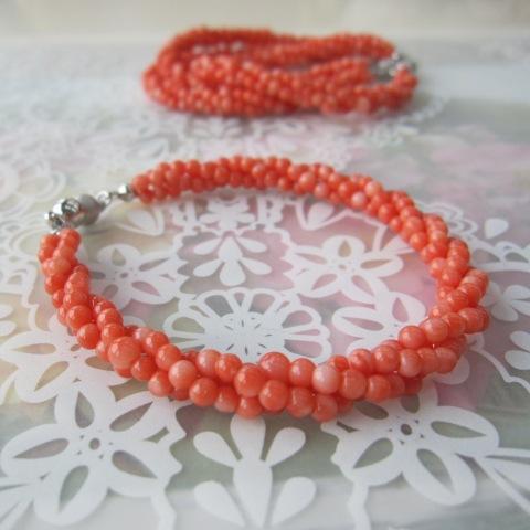 深海珊瑚の3連ブレスレット(内径約18センチ)/真鍮マグネット/『宝石サンゴ』