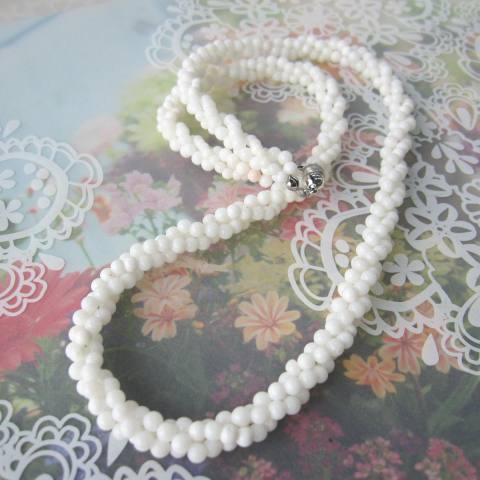 白珊瑚の3連ねじりネックレス/約3~4ミリ/58センチ/真鍮/『宝石サンゴ』