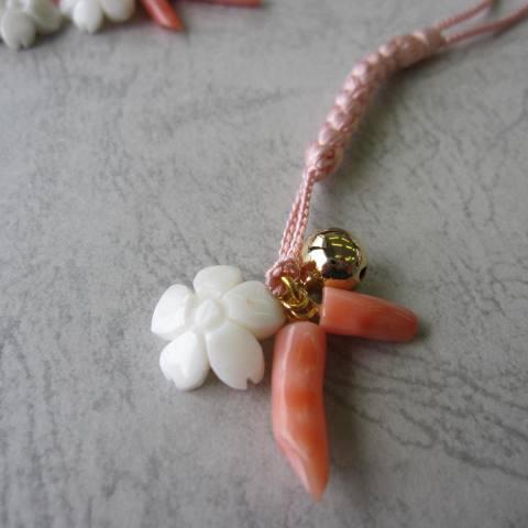 再販 選べる 人気の桜 白サンゴのかわいい桜の花とピンク枝のお守り根付け開運 和小物 厄除け 激安超特価 開催中