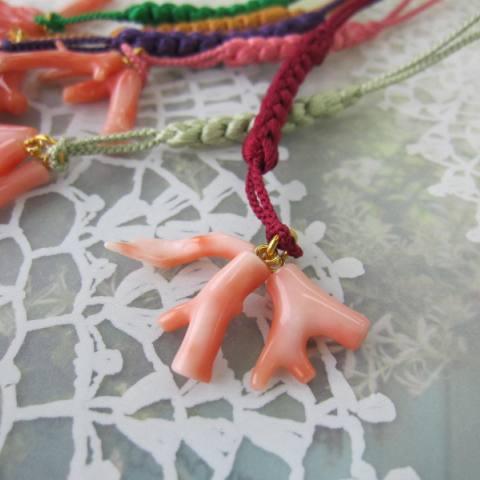 再販 選べる 透明感あるきれいなピンクの枝根付け ピンクさんご枝のお守り根付け 正絹 卓越 和小物 厄除け 御守 開運 宝石サンゴ 倉庫