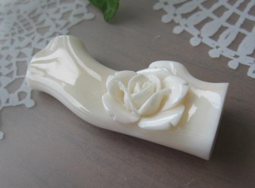 ミッド珊瑚美しい薔薇の花帯留め帯留/着物/【送料無料】【smtb-KD】