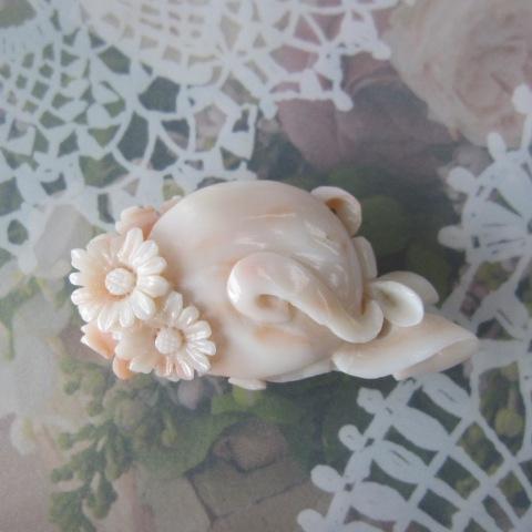 ミッド珊瑚お花の帯留め帯留/着物/浴衣/和装小物【送料無料】【smtb-KD】