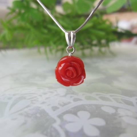 高知産赤珊瑚の薔薇の花のミニペンダントトップ/Pt900/バラ・ばら/『宝石サンゴ』