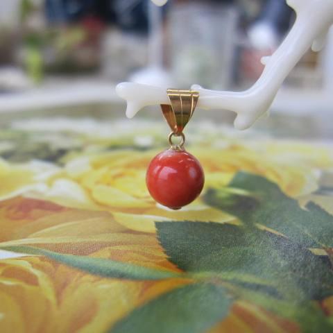 桃珊瑚の丸玉ペンダントトップ(7ミリ)/K18/『宝石サンゴ』