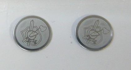 秋葉原にあるエアガン モデルガン の専門店 NB KAC Knights ご注文で当日配送 プレート ロゴ 新品 メダル メダリオン 2個入り
