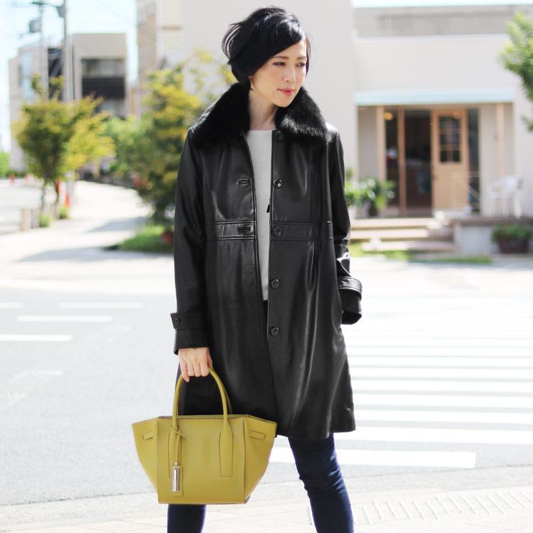 コート ラムレザー フォックス ファー 襟付き ロング レディース L ブラック 黒 贅沢なリアルレザーのラム革とボリューム感溢れるフォックスファーを使ったラムーレザーのファー付きコート 秋 冬 ギフト