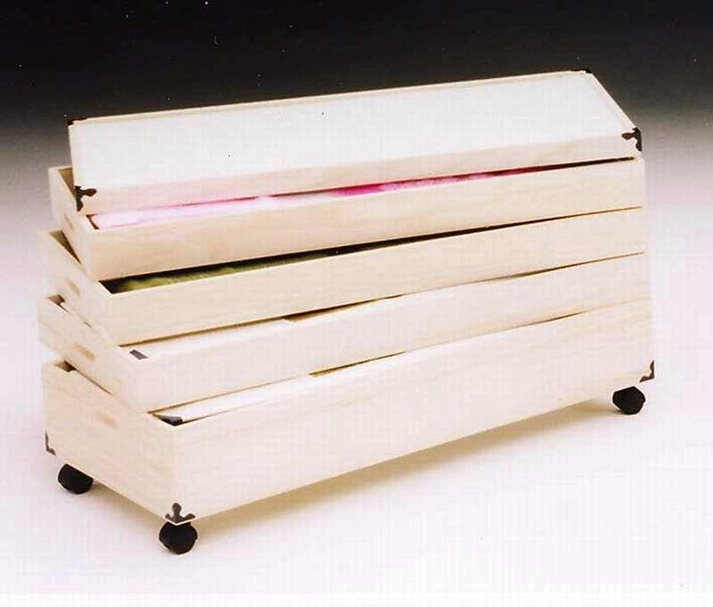 キャスター付桐(キリ)衣装ケース 4段 和風収納の定番です
