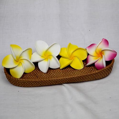 インドネシアを代表するプルメリア バリ島ではお馴染みのお花です 水にも強いスポンジ素材でキッチン バスルーム トイレにも スポンジプルメリア サイズM メール便OK 新作多数 アジアン リゾート 可愛い ふんわり 予約 スポンジ sarara 造花 柔らか 手の平サイズ