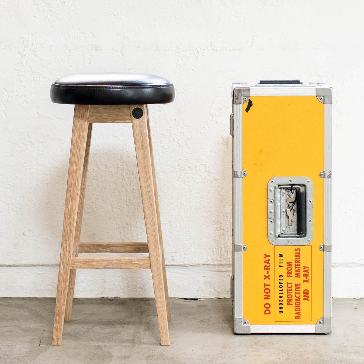 ハイスツール シンプル 無垢 ウッド [b2c シンプルラウンドスツール-ハイ(オイルドレザー-ブラック) ] サラサデザインストア