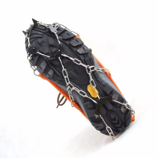 ネコポス送料無料 雪面でも滑りにくい 凍った路面での転倒から身を守る 専用ケース付 Lサイズ 簡単装着 8本爪アイゼン 軽量アイスグリッパー スノースパイク 簡易式 人気の定番 8個の金属製爪で路面を確実に 滑り止め アイゼン スパイク 凍結 雪 信用 グリップのスタッドが地面をしっかりグリップ