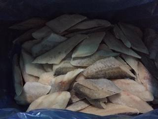 人気の骨なしスケソウタラ切り身60gが1ケースに100切れ入っております。沖縄・離島は別途送料がかかります。 骨なし助宗たら(スケソウタラ)切り身 60g100切入1ケース 【送料無料・業務用・骨なし魚・冷凍便発送】※他の商品との同梱はできません。