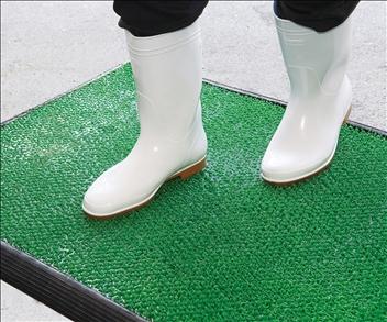 【次回入荷未定:予約のみ】【除菌用マットのみ】【サイズ:696x995x35mm】MR-120-300 脱エンビ協力商品 歩くだけで足元消毒 衛生管理 消毒マット 防塵対策 靴底の除菌 殺菌消毒 厨房マット 食品工場 屋内マット グリーン スポンジ 芝状 車いすタイヤ