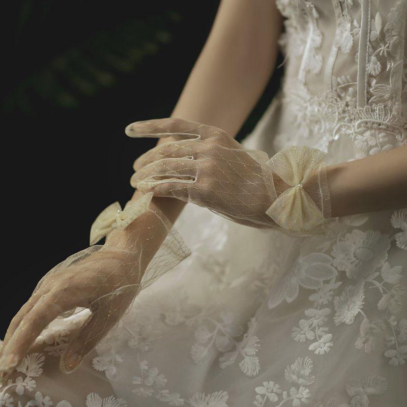 割り引き ウエディンググローブ ウェディンググローブ グローブ 海外ウエディング パーティー 結婚式 刺繍 花嫁 奉呈 手袋 ブライダル ショート glove ウェディング 撮影道具 上品 透け感 優雅 挙式 蝶結び 可愛い 二次会 パーティー手袋