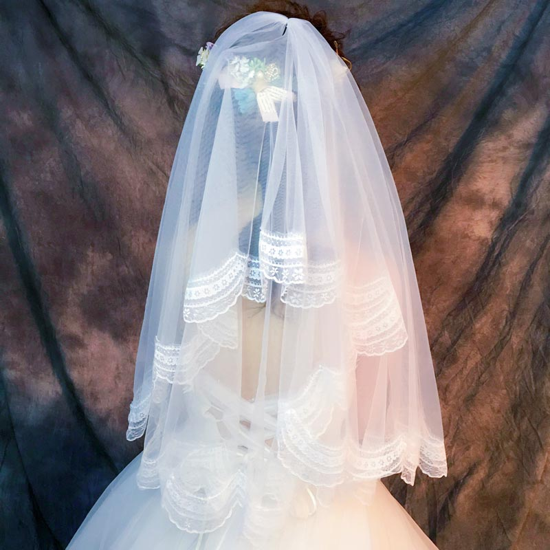 ウェディングベール 奉呈 海外ウエディング 結婚式 フェイスアップ ショート ベール 二重ベール 買い物 ロングベール ベールダウン ヴェール ミドル丈 ブライダル 挙式 ウェディング 可憐なレース刺繍ベール コーム付き