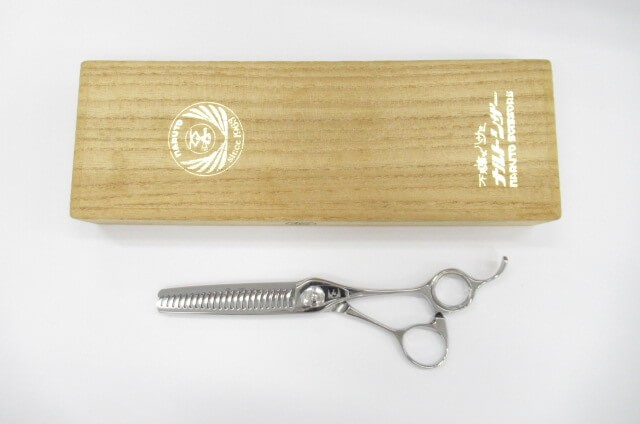 中古 Bランク ナルトシザー naruto 返品交換不可 scissors 四梳きヘネシーローリング S23 :H-2476 右利き セニング 美容師 理容師 奉呈 6.0インチ すき鋏