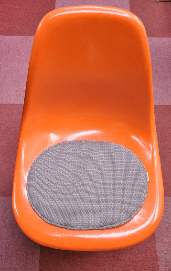 Seat pad Eames small dot white SCOOPS original