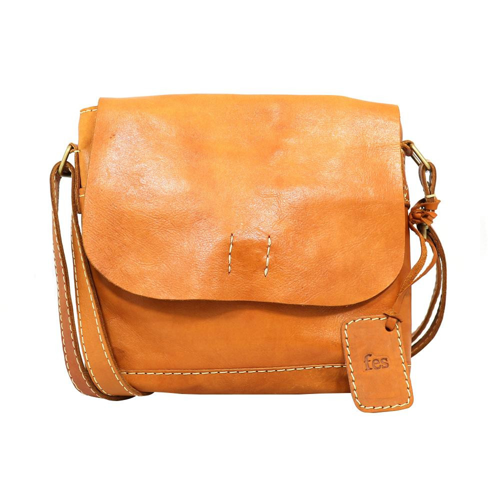 fes ショルダーバッグ BR ブラウン 40 47074 ナチュラルな風合いの本革製バッグ。