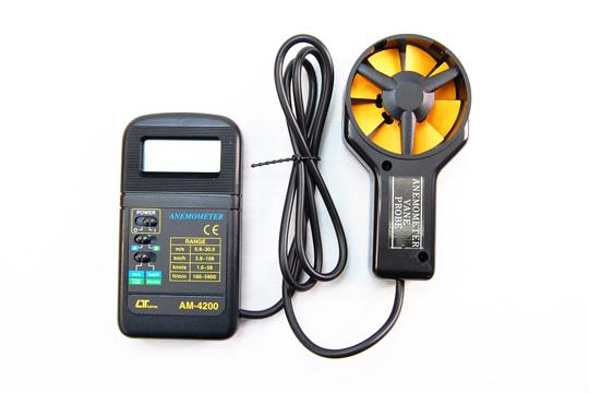 AM-4200 デジタル風速計 軽量小型ハンディタイプ セパレートタイプセンサ (コード長1m) LO BAT表示機能 風車式 使用温湿度範囲↓ 0〜50℃ 80%RH以下
