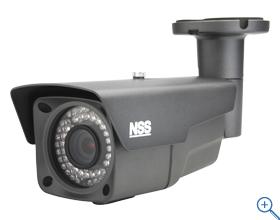 48万画素700TVライン 赤外線暗視機能を搭載 赤外線照射距離は55m デジタルWDR機能搭載 IP66規格準拠で防水/防塵 標準で壁面/天井吊り下げ両方の取り付けに対応 48万画素防水暗視バリフォーカルカメラ NSC970S