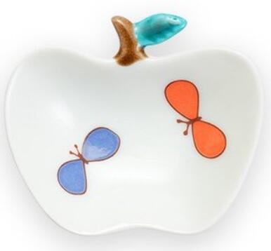 永遠の定番モデル 可愛い手のひらサイズ BOX入りです 九谷焼 ハレクタニ 本日限定 りんご小皿 チョウ
