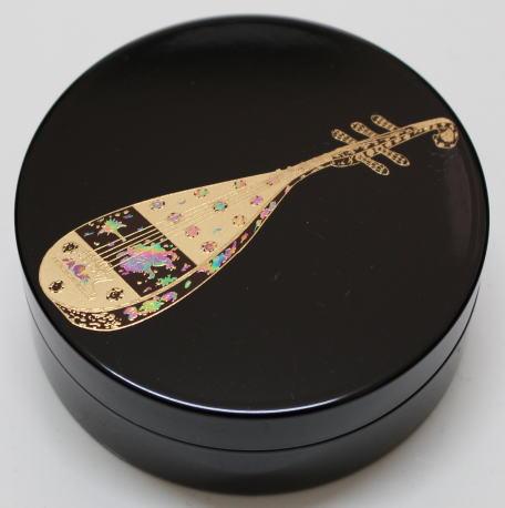香道具 香合 切立 琵琶2.6寸 新生活 日本製 仏具 琵琶 梨地塗り 2.6寸 記念日 蒔絵入り