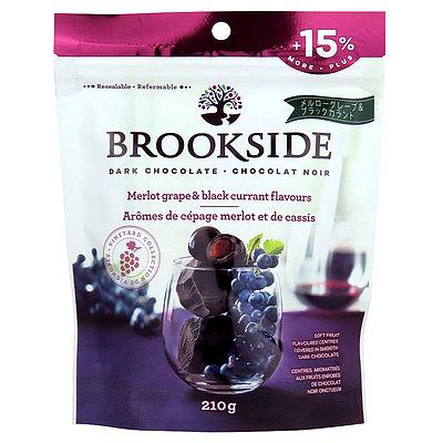 赤ワインで人気のメルロー種のブドウと甘酸っぱいカシスを上質なダークチョコレートで包みました 値下げ 全国どこでも送料無料 ブルックサイド ダークチョコレート 210g カシス メルロー