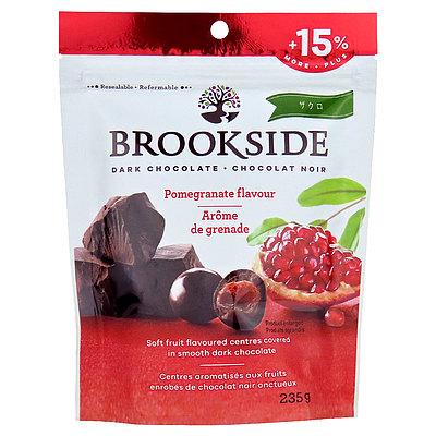 古来より美のフルーツとして注目されているザクロ 爽やかな酸味がダークチョコレートの深い味わいをより一層際立たせます ブルックサイド ダークチョコレート 一部予約 ポメグライト 235g ザクロ 往復送料無料