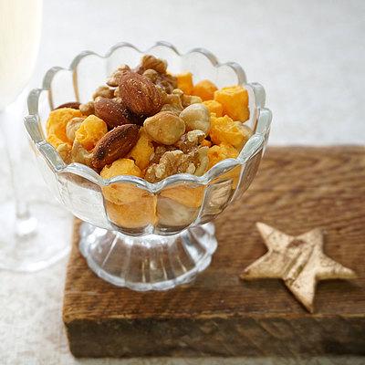 オランダ産ミモレットチーズを素焼きのナッツにミックスしました 休日 激安価格と即納で通信販売 成城石井 ロカボナッツ 210g チーズ入り素焼きミックスナッツ