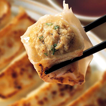 肉汁ジュワ~ 70%OFFアウトレット 味の素業務用 皮もちもちジューシー餃子 1袋 10個入 冷凍食品ギョーザ re_26 あふれだすスープ 業務用 sa_sei 新色追加 味の素