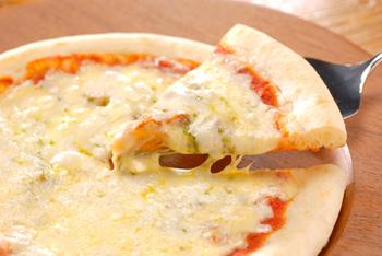 縁にミミのあるタイプ 新品 MCC業務用ナポリ風マルゲリータピッツァ8インチ 1枚 200g 冷凍食品 ピザ pizza 業務用 re_26 ナポリ風マルゲリータピッツァ MCC 激安通販販売 8インチ エムシーシー食品