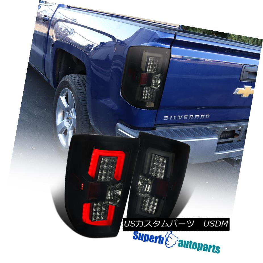 テールライト 14-17 Chevy Silverado Smoke LED Tail Rear Brake Lamps LED Bar Glossy Black Pair 14-17 Chevy SilveradoスモークLEDテールリアブレーキランプLEDバー光沢ブラックペア