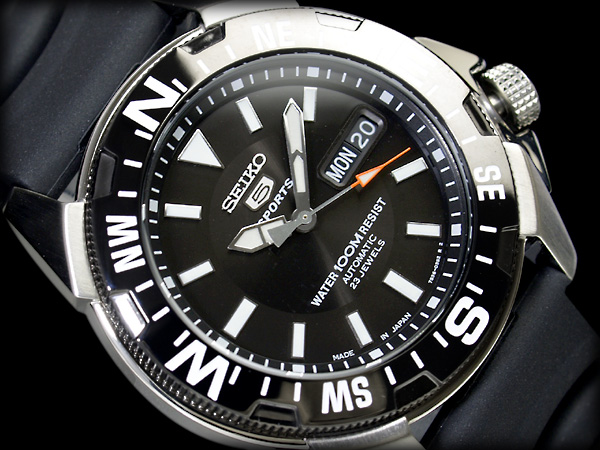 【日本製逆輸入SEIKO5SPORTS】セイコー5 メンズダイバーズ自動巻き腕時計 IPブラックベゼル シルバーケース ブラックダイアル ブラックウレタンベルト SNZE81J2