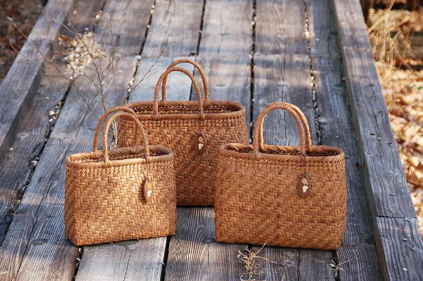 【山葡萄バッグ・手提げ・買い物篭】 山葡萄バッグ 小/削皮 《81677》 ※商品は画像左のものになります。 ヤマコー ようび