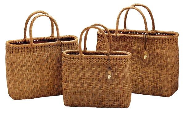 【山葡萄バッグ・手提げ・買い物篭】 山葡萄バッグ 内布/かぶせ付 小/削皮 《88041》 ※商品は画像中央のものになります。 ヤマコー ようび