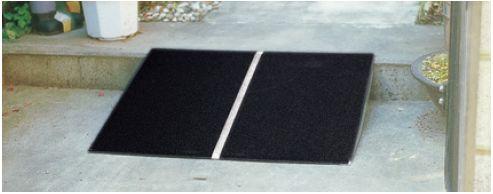 イーストアイ ポータプルスロープPVT アルミ1枚板 PVT060 全長:610mm 全幅:740mm 耐荷重:180kg [ スロープ 車 車椅子 駐車場 段差プレート 段差解消 段差ステップ ゴム 玄関 階段 歩道 駐車場用品 diy 通販 ]