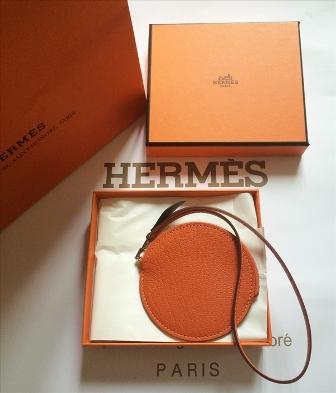 【即発】【お買い得】【送料無料】新作・HERMES エルメス 新作レザーチャーム兼コインケース シトロンポルトモネ「オレンジ」