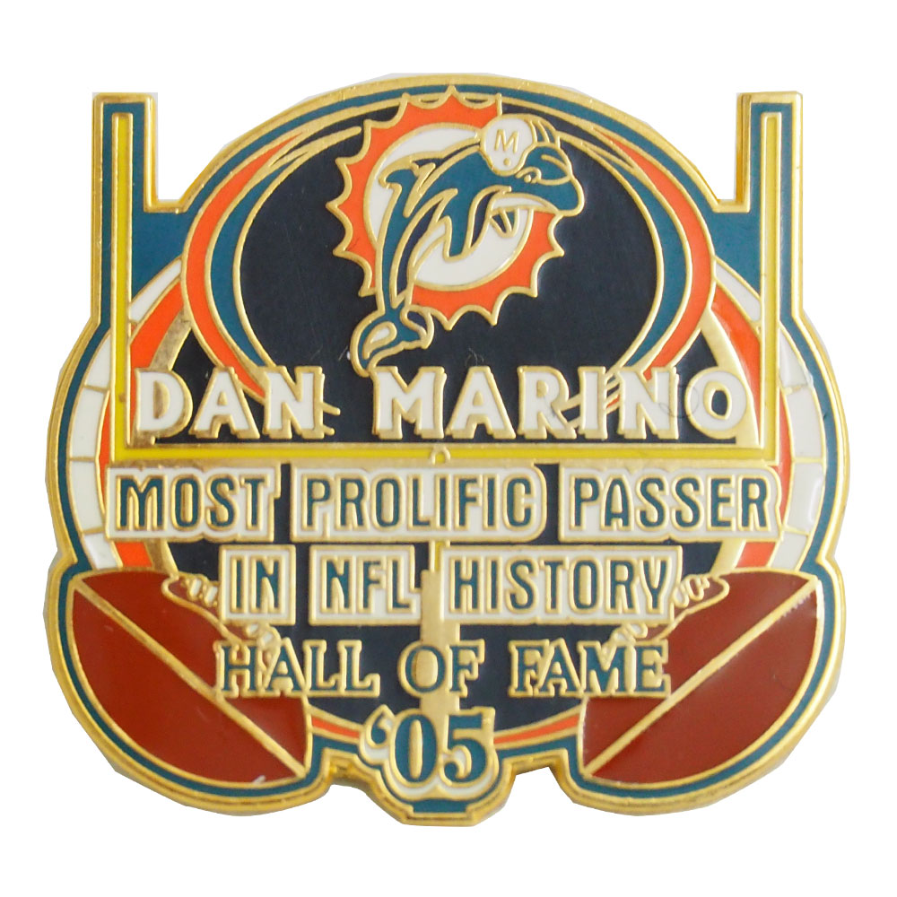 現在入手困難となっているダン マリーノ氏の記念ピンバッジ NFL ドルフィンズ ダン 迅速な対応で商品をお届け致します マリーノ Peter ピンバッジ 殿堂入り記念 奉呈 David 2005