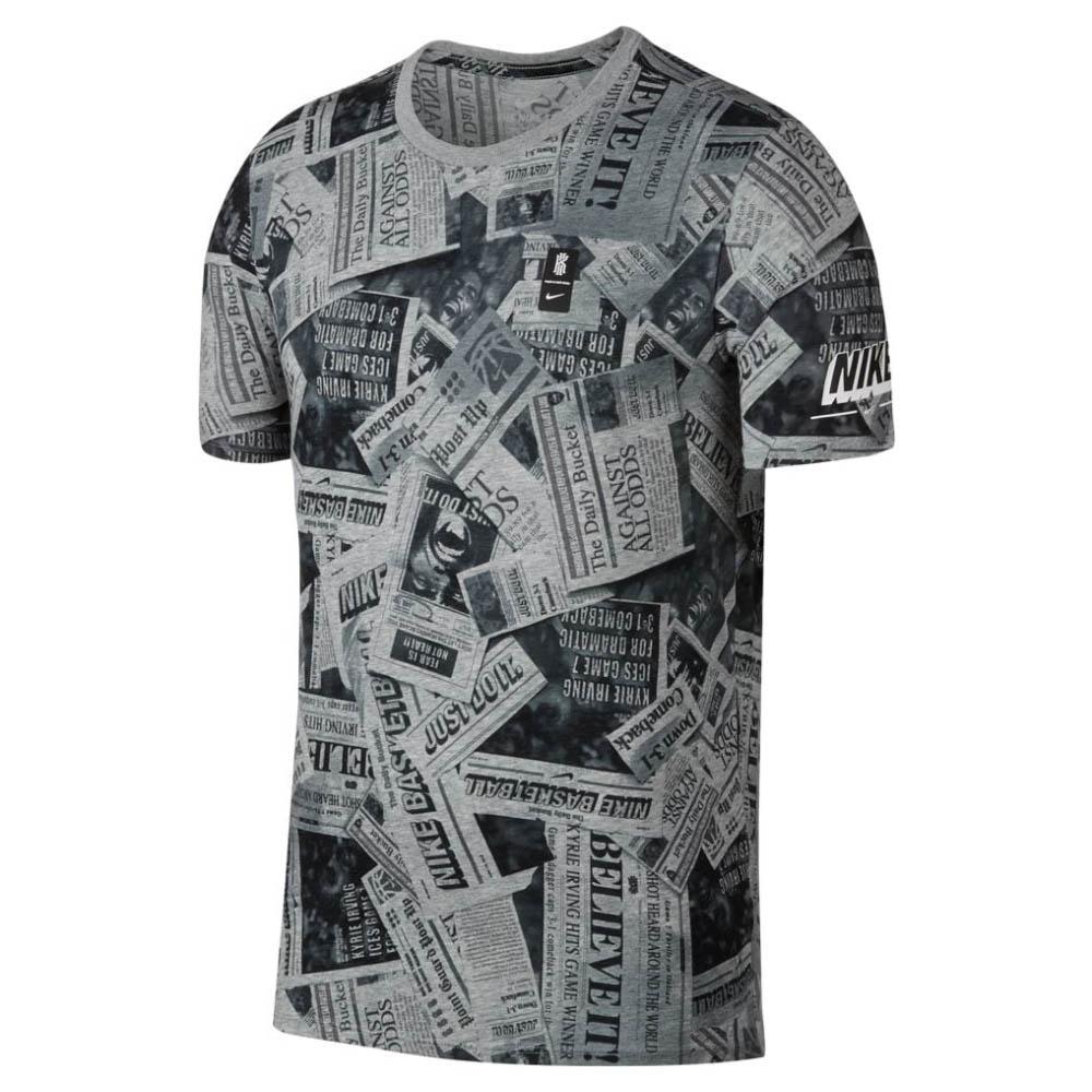 KYRIE カイリー・アービング Tシャツ ニュースペーパー ナイキ/Nike グレー AH2254-063