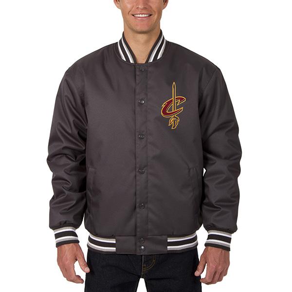 お取り寄せ NBA キャバリアーズ メンズ ポリツイル ロゴ ジャケット JH デザイン/JH Design チャコール