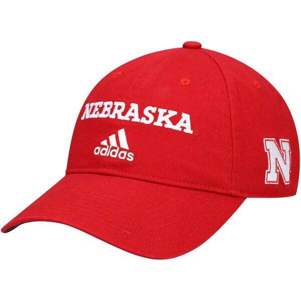 <title>プロ並みの人気を誇る NCAAカレッジチームキャップ NCAA 公式ショップ コーンハスキーズ キャップ 帽子 Wordmark Three-Stripe Lockup Adjustable Hat アディダス Adidas スカーレット</title>