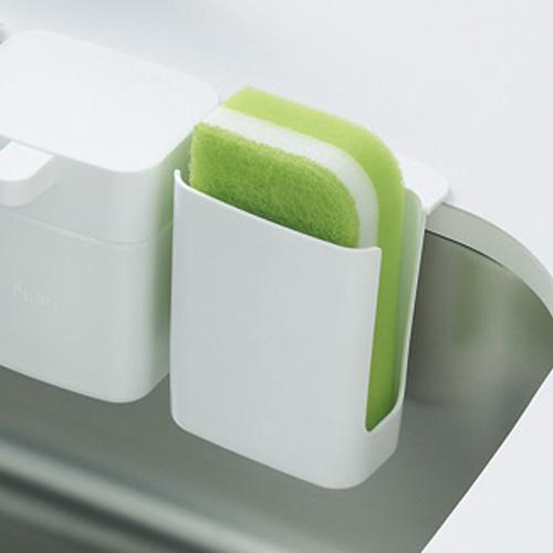 場所を取らないスリム設計 kich to キチッと 秀逸 シンクのスポンジポケット ホワイト PW1821 三栄水栓 あす楽対応 低廉 スポンジ入れ 吸盤