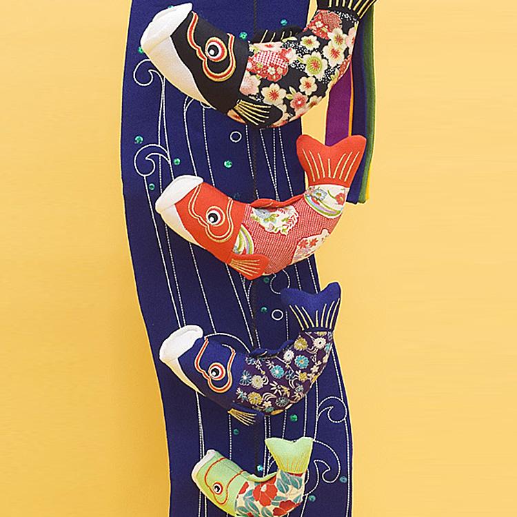 送料無料!お部屋で飾れるのが嬉しい、こいのぼり。 縮緬工芸品をもっと身近に。子供の成長を願う贈り物として。【京都のつるし飾り ちりめん 鯉の滝のぼり(大)】つるし掛け,五月人形,兜,兜飾り,鯉のぼり,こいのぼり,室内用,五月人形