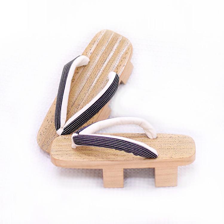 下駄 女性 二枚歯 フリーサイズ 日本製 痛くなりづらく、履きやすい!ゴマ斑点の凹凸で滑りにくく、ベタつかず履き心地抜群。浴衣だけじゃなく、足袋と合わせて着物にも履いてお洒落に。 09-14-14-075